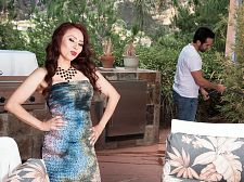 Red-hot Mom I'D LIKE TO FUCK Claudia receives ass-fucked by the gardener